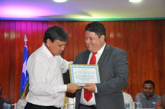 Wellington inaugura obras em Valença e recebe título de cidadão do município