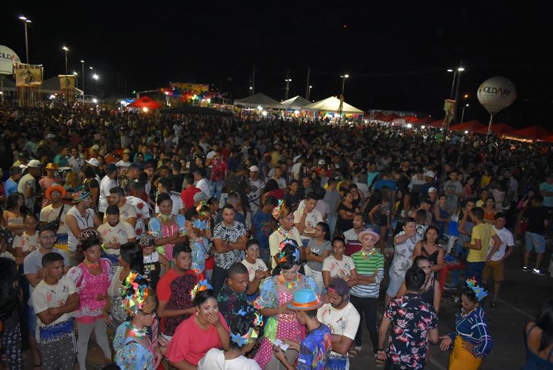 Multidão prestigia última noite do São João de Picos 2019