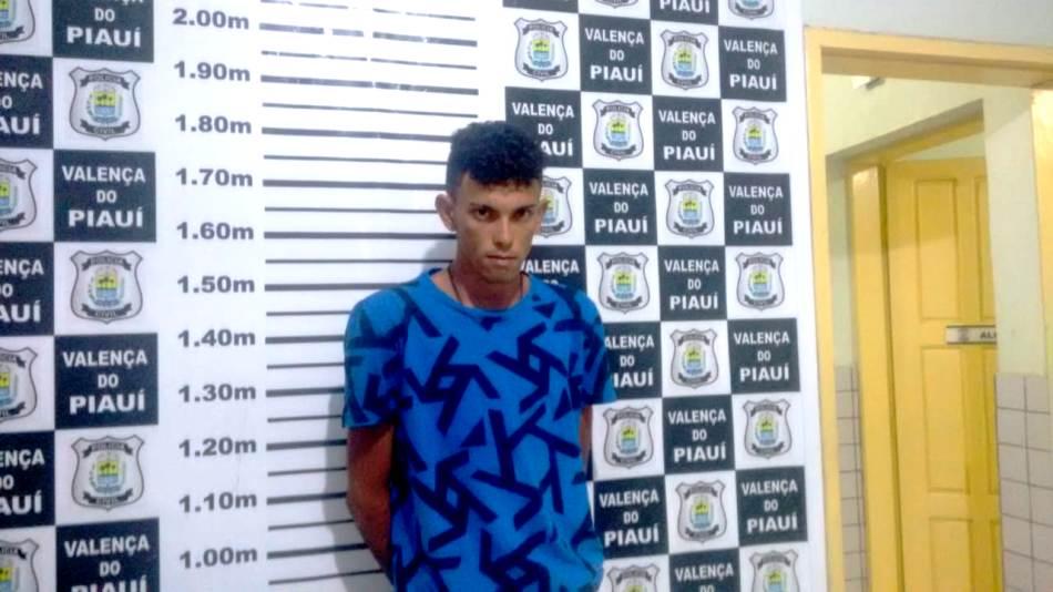 Jovem é detido acusado de tráfico de drogas na cidade de Pimenteiras