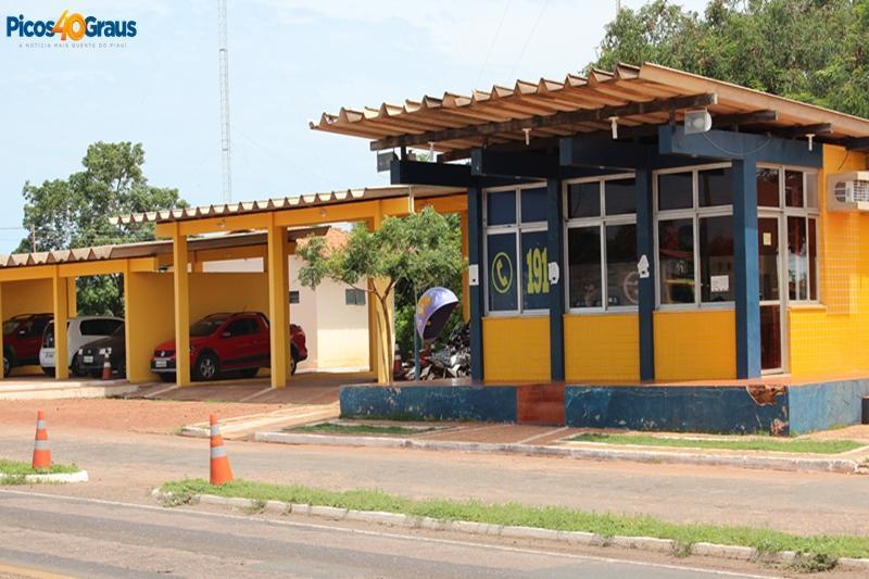PRF de Picos prende homem com documento de veículo falso