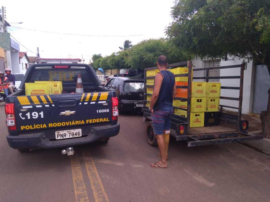 PRF detém cinco pessoas suspeitas de saquear carga de cerveja na BR-316
