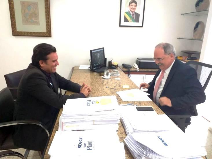 Ex-deputado Federal Marllos Sampaio no MDB de Valença