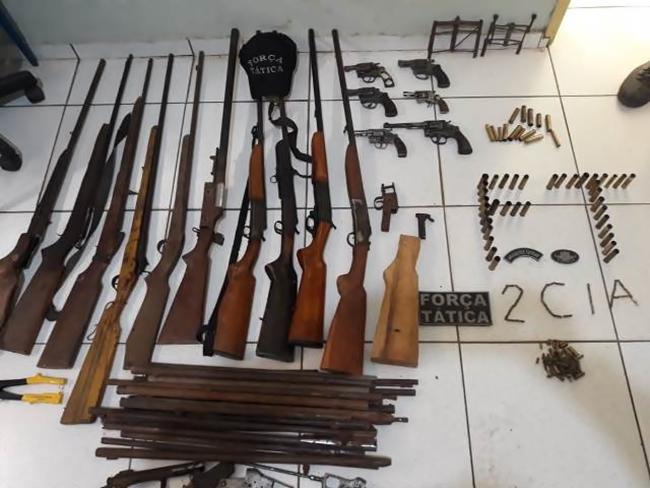 Polícia apreende arsenal de armas de fogo em Valença do Piauí