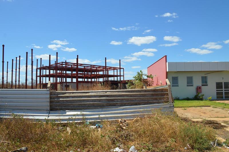 Obra do novo Hospital Regional de Picos está abandonada há 9 anos