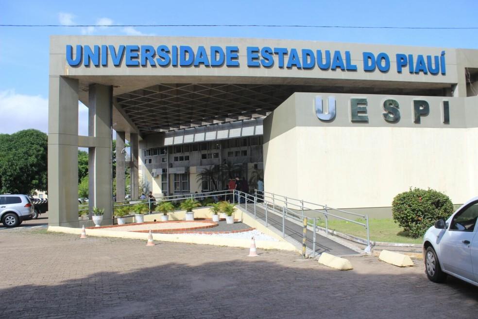 Uespi lança edital com 15 vagas para doutorado na área de Linguística