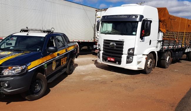 Caminhão roubado em São Paulo é apreendido pela PRF em Ipiranga