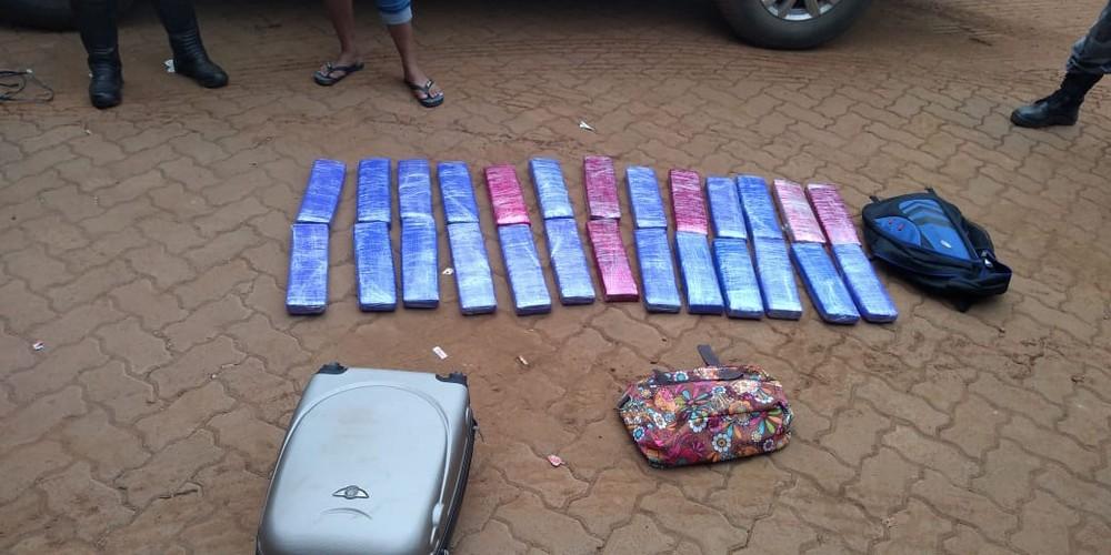 Jovem é presa com mais de 20 kg de droga dentro de ônibus em rodoviária no Sul do Piauí