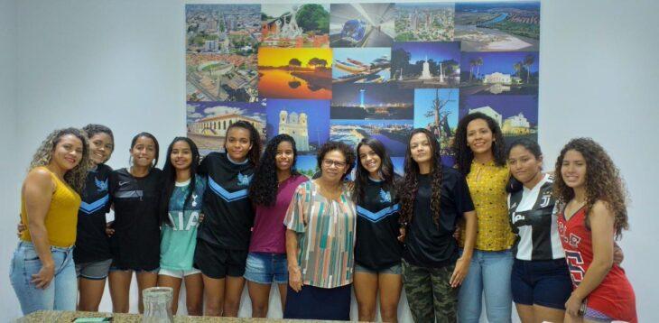 Vice-governadora recebe atletas de futsal feminino