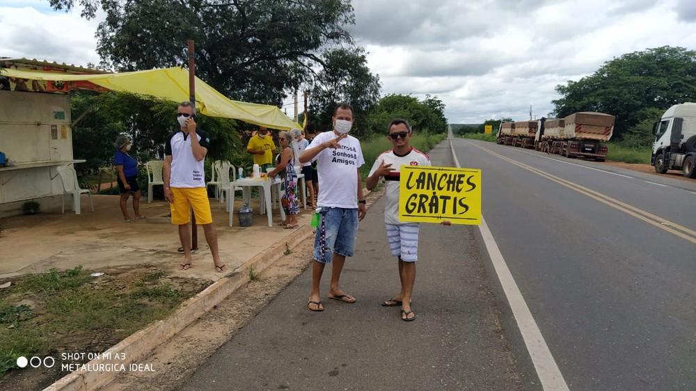 Com comércio fechado, ação solidária em Valença (PI) dá comida a caminhoneiros durante a pandemia