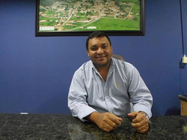 MP pede que Arnilton Nogueira suspenda festa para pagar salários