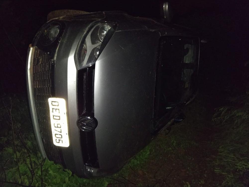 Carro desce barranco, capota e criança de 7 anos morre na PI-238