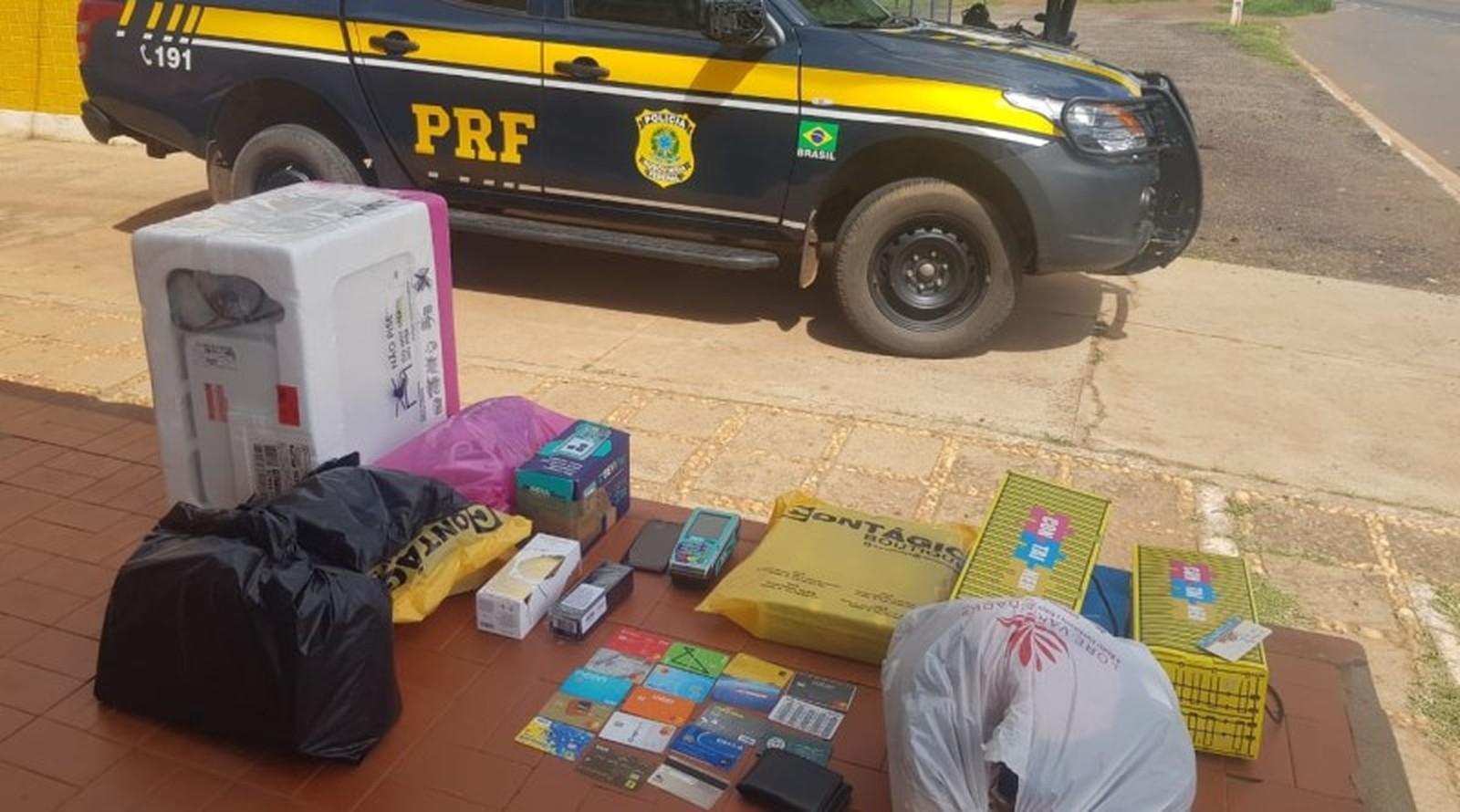 Casal suspeito de golpes é preso com 17 cartões de crédito em Valença do PI