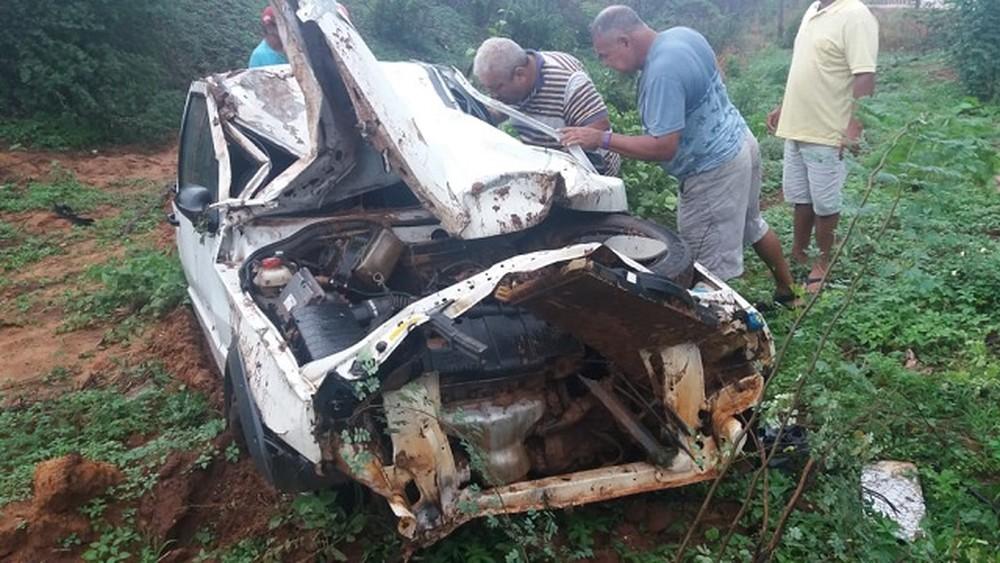 Rapaz de 19 anos morre em após carro sair da pista na BR-407, em Picos