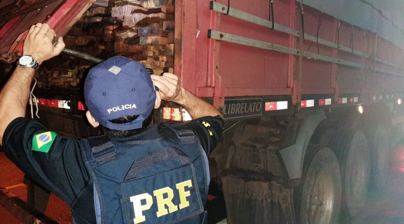 PRF apreende carga de madeira sem licença ambiental em Picos