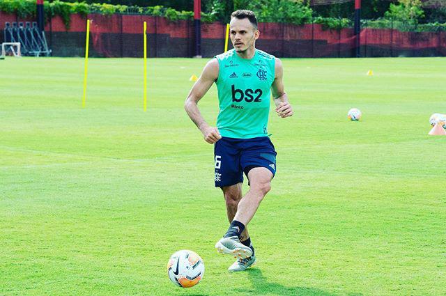 Em mensagem nas redes sociais, Renê comemora volta aos treinos no Flamengo