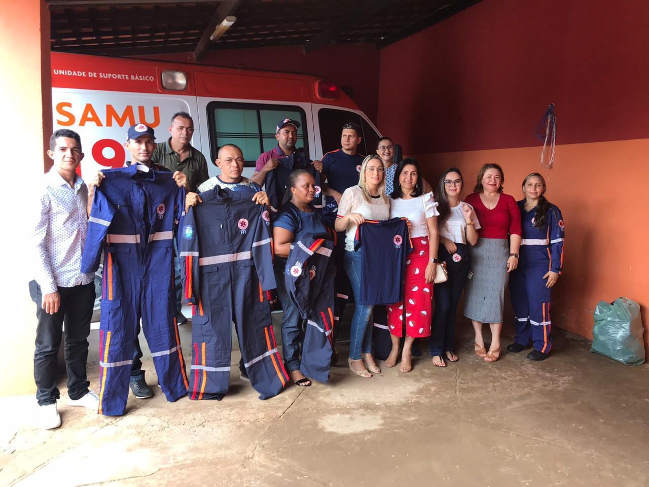 Prefeitura de Valença do Piauí entrega novos uniformes aos profissionais do SAMU