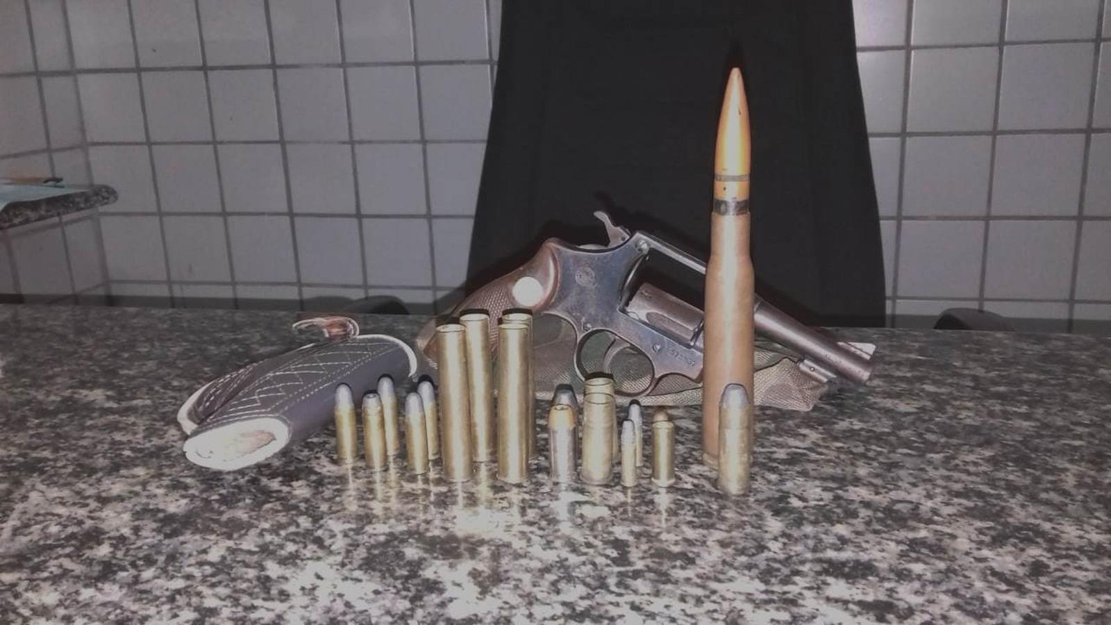 PM de Valença (PI) apreende cartucho de fuzil antiaéreo e revólver com suspeito de violência doméstica