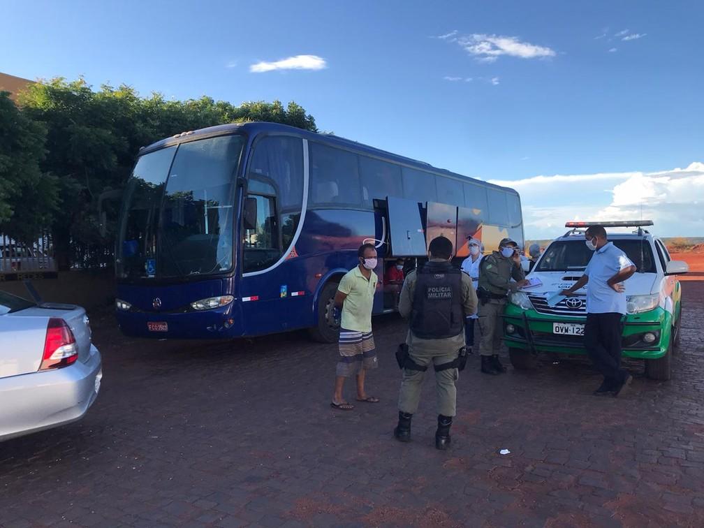 Ônibus clandestino que saiu de São Paulo com destino a Valença é apreendido no Sul do Piauí