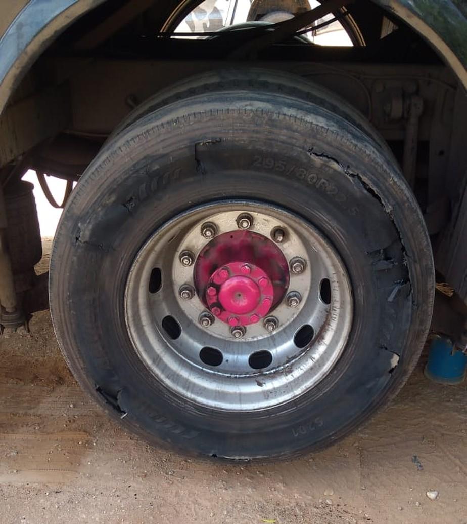 Ônibus com 30 multas por excesso de velocidade e pneu 'estourado' levava 14 pessoas do PI a SP