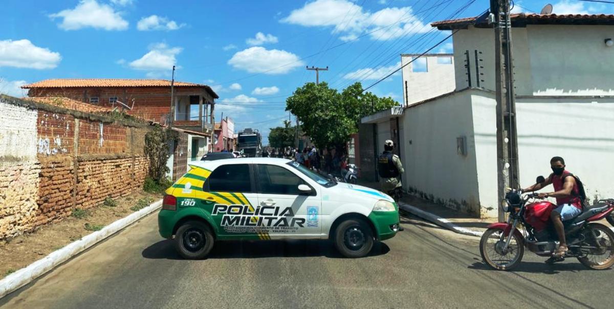 Princípio de incêndio assusta moradores no conjunto Cohab, em Valença do Piauí