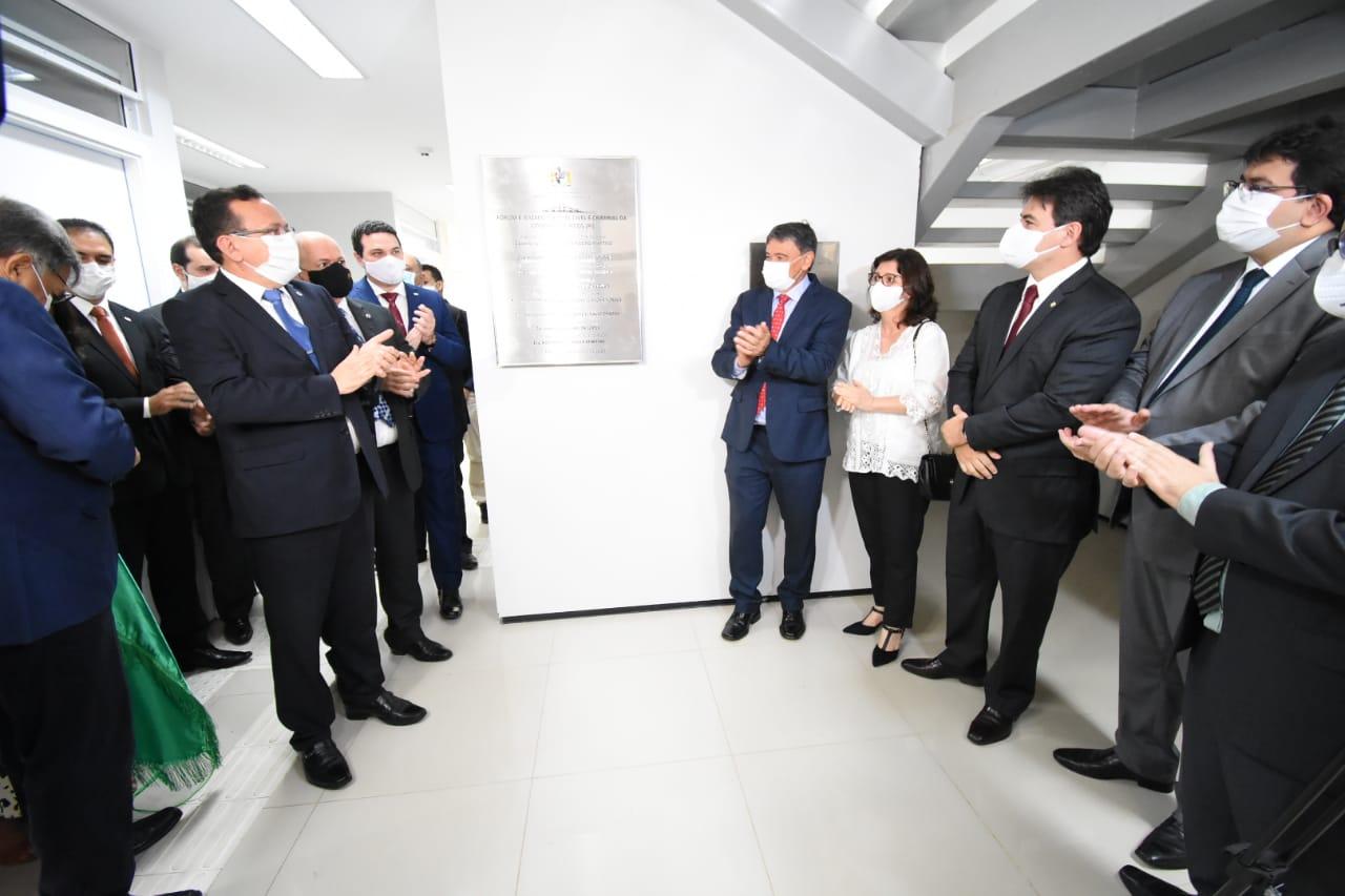 Governador participa da inauguração do Fórum e Juizado em Picos