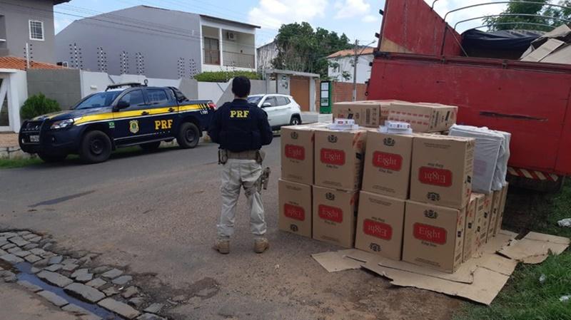 PRF apreende carga de cigarros avaliada em R$ 200 mil na BR 316