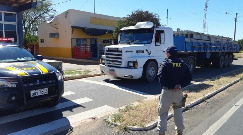Carreta roubada há 22 anos em SP é recuperada pela PRF em Picos