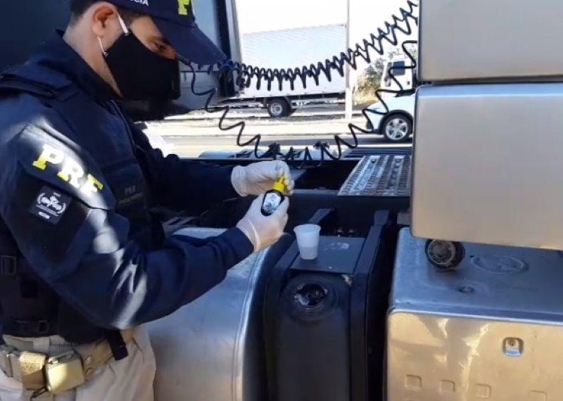 PRF prende caminhoneiro por crime ambiental na BR-316 em Picos