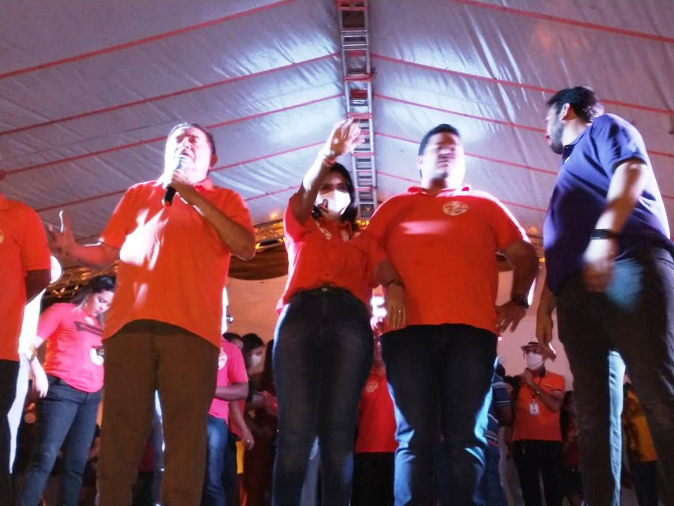 Prefeita e candidata à reeleição, Ceiça Dias realiza 1º. comício das Eleições em Valença (PI)