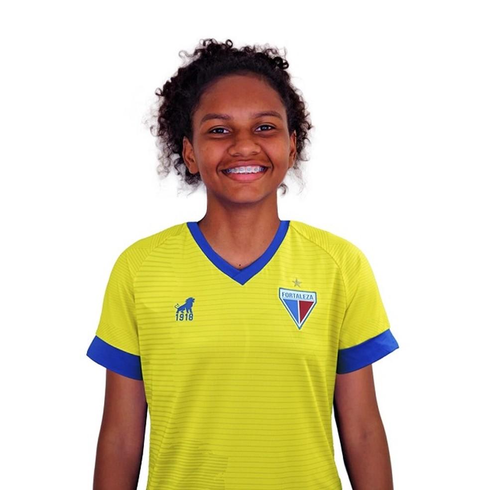 Goleira natural de Barra D'Alcântara descobre convocação para Seleção sub-17 feminina dentro de ônibus