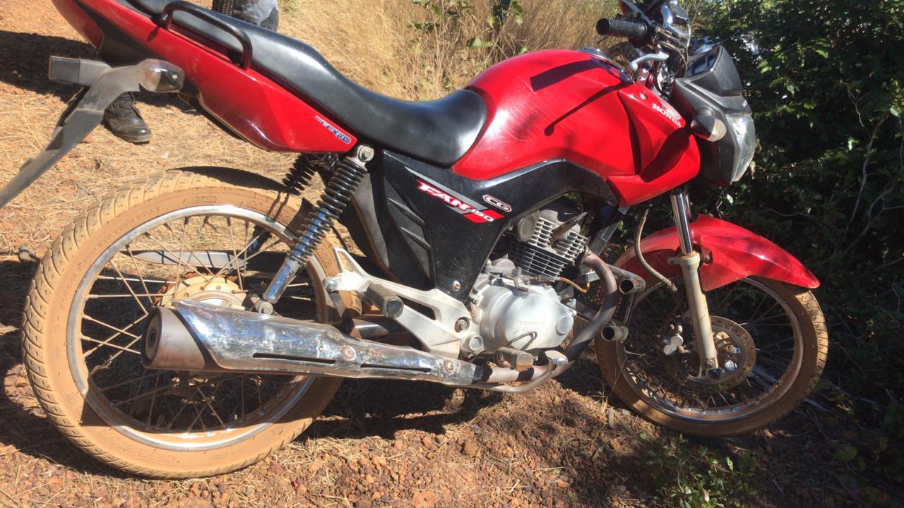 PM prende dois homens e recupera veículo roubado em Valença do Piauí