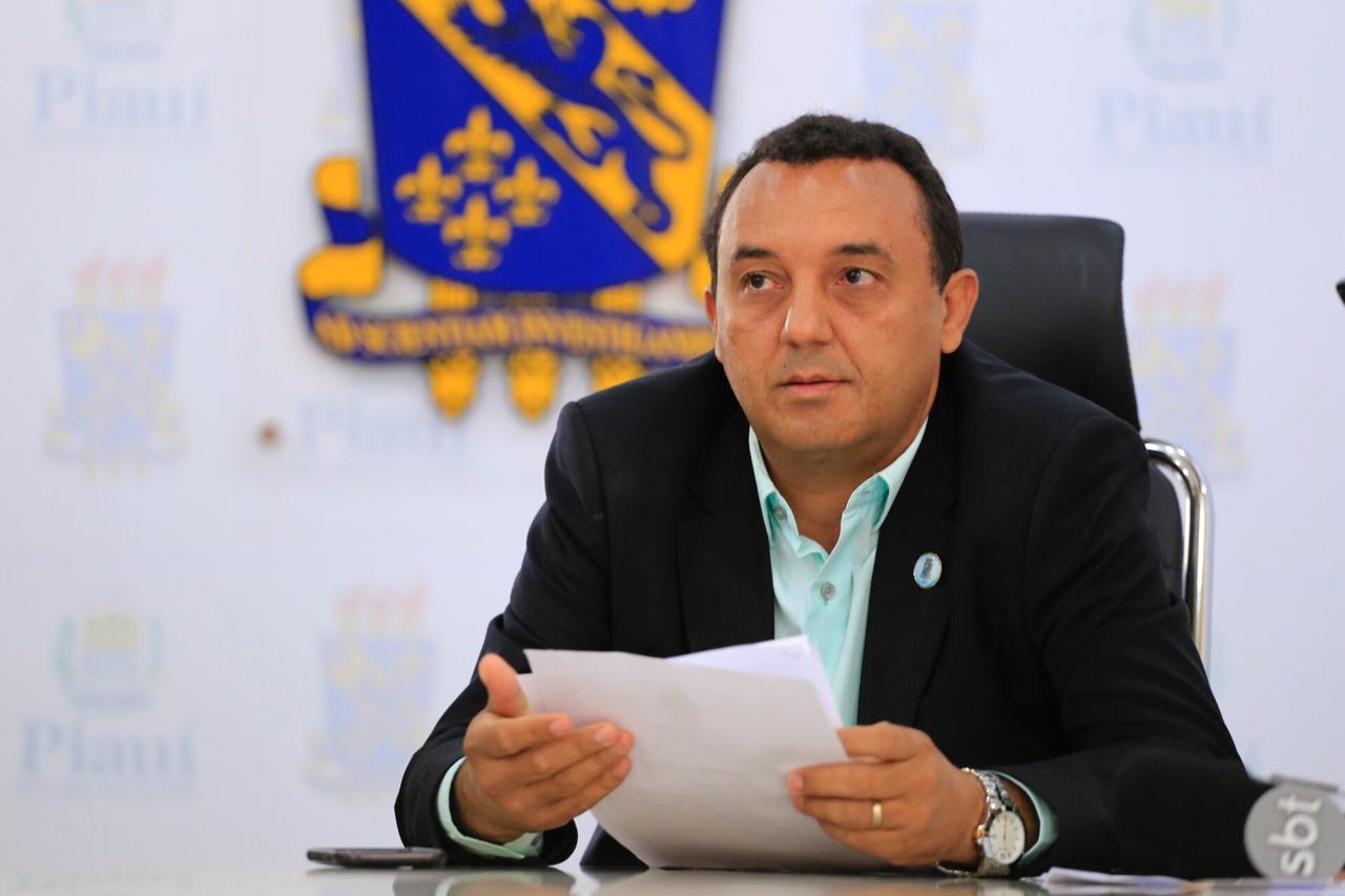 Nouga Cardoso suspende prazo de validade de concurso da Uespi