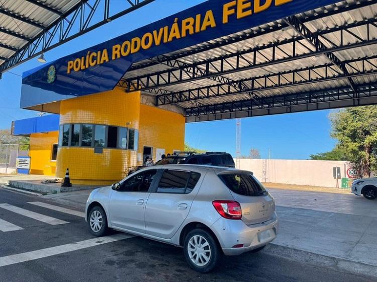 Agentes da PRF de Valença prendem homem acusado de estelionato