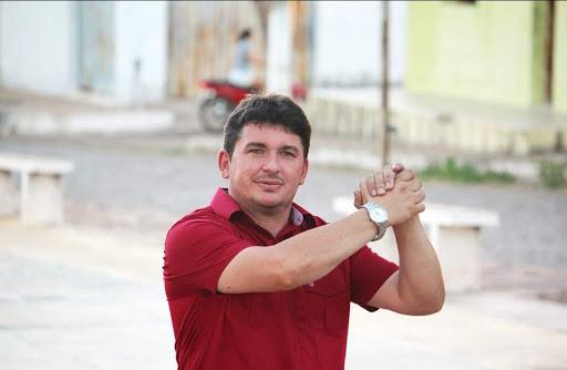 Prefeito de Ipiranga antecipa segunda parcela do 13º salário dos profissionais da Educação