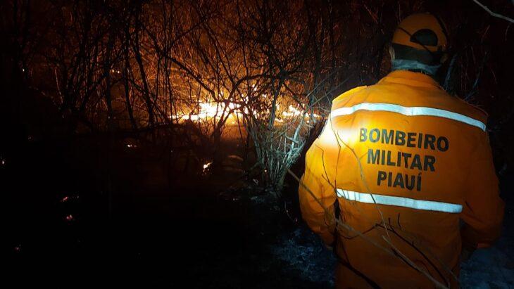 Bombeiros realizam força-tarefa para combater focos de incêndios em Valença e mais 06 cidades