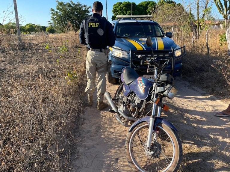 Casal é preso pela PRF acusado de receptação na BR 316 em Inhuma
