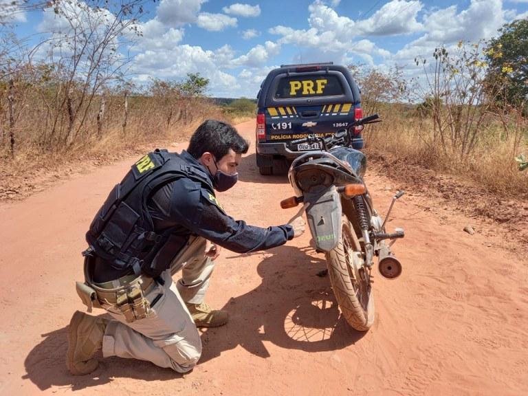 PRF prende homem por conduzir motocicleta roubada em Inhuma