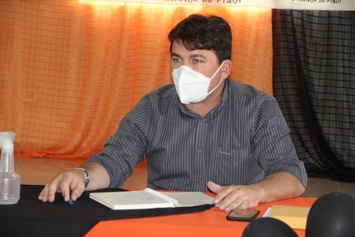 Prefeito Elvis Ramos vai gastar R$ 1 milhão com material de construção