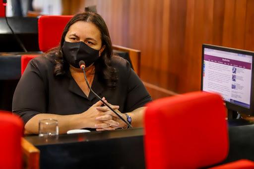 Deputada Elisângela Moura solicita aquisição de ambulância para o Hospital de Elesbão Veloso