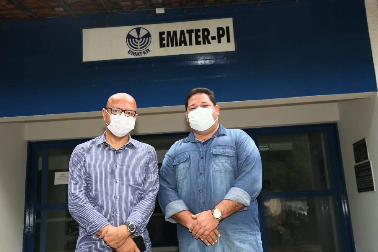 Deputado Estadual Franzé Silva anuncia calçamento para Valença do Piauí