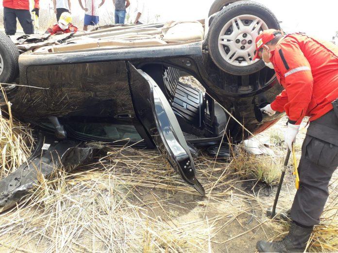 Motorista fica preso às ferragens após colisão entre carro e caminhão na BR 316 em Valença (PI)