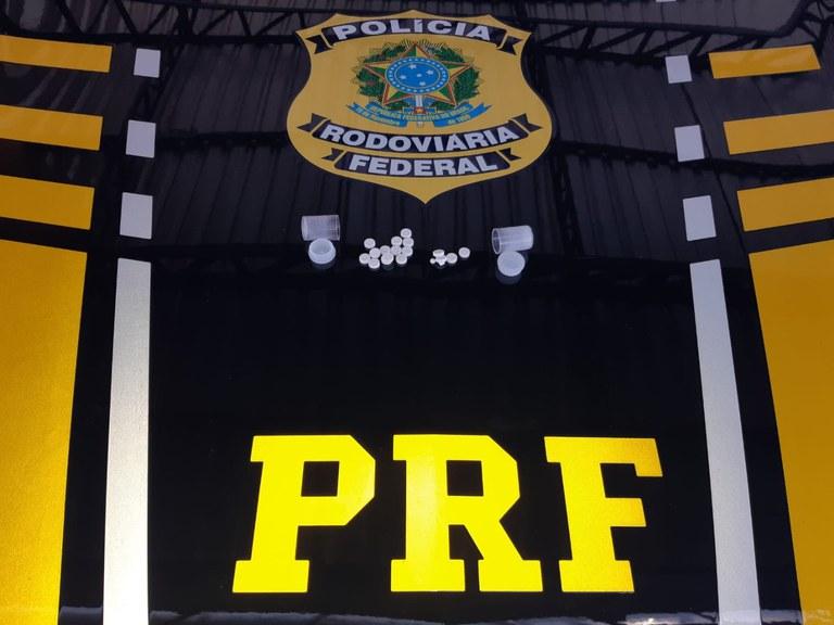 PRF autua motorista por porte de anfetaminas em Valença do Piauí